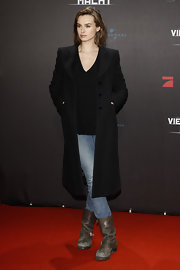 Kasia Smutniak finished off her look in rugged style with a pair of old motorcycle boots.