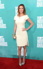Eva let her fabulous figure do all the talking in this streamlined cream cap sleeve dress at the 2012 MTV Movie Awards.