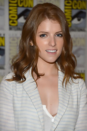 Anna Kendrick attended Comic-Con wearing her hair in a lovely wavy style.