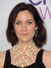 Carrie-Anne Moss wore her hair in a textured bob at the 2013 People's Choice Awards.
