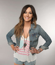 Kacey Musgraves styled her casual look with a silver lariat necklace for the 2013 CMT Music Awards.
