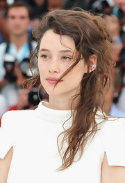 Astrid Berges Frisbey made messy look so gorgeous when she wore this ponytail at the 'Pirates of the Caribbean: On Stranger Tides' photocall.
