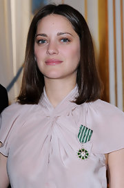 Marion Cotillard went for a simple center-parted lob when she was awarded the Order of Arts and Letters.