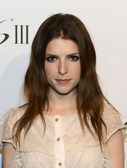 Anna Kendrick amped up the tough-chic vibe with smoky eye makeup.
