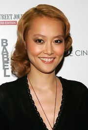 Rinko Kikuchi glammed up with this short curly style for the screening of 'Babel.'