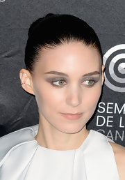 Rooney Mara wore lots of gray eyeshadow for an edgy beauty look.