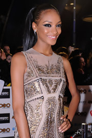 Jourdan Dunn rocked an extra-thick cat eye during the MOBO Awards.