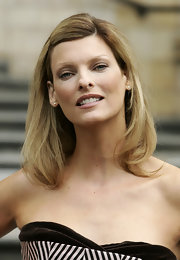 Linda Evangelista looked natural with her tresses barely styled for the LFW photocall.
