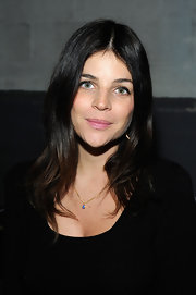 Julia Restoin-Roitfeld wore her hair loose with gentle waves and a center part during the Proenza Schouler fashion show.