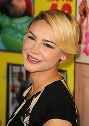 Samaire Armstrong opted for a breezy short side-parted 'do when she attended the premiere of 'Movie 43.'