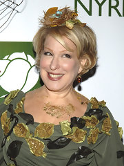 Bette Midler sported a short wavy cut at the 2007 Hulaween Ball.
