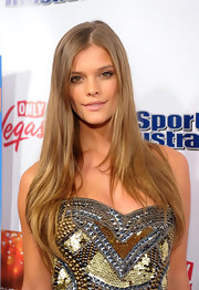 Nina Agdal looked simply fab with this long layered 'do at the SI Swimsuit launch party.