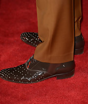 Ryan Gosling showed off his snazzy oxfords encrusted with grommets as he posed for the red carpet of 'Gangster Squad.'