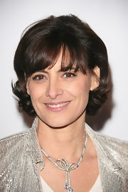 Ines de la Fressange donned a knotted lariat diamond necklace.