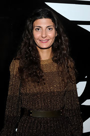 Giovanna Battaglia wore her hair loose with tight curls and a center part during the launch of Gaga's Workshop.