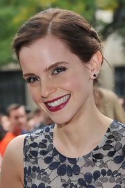 For her lips, Emma Watson chose a deliciously chic berry hue.