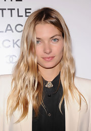 Jessica Hart was edgy-glam with her piecey waves during the Little Black Jacket event.