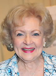 Betty White wore an elegant bob during her book signing.