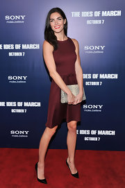 Hilary Rhoda complemented her dress with a gray snakeskin clutch.