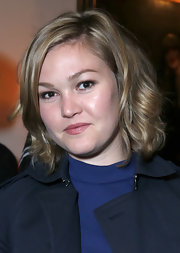 Julia Stiles styled her hair into a curly bob for the Warner Music Group 2013 Grammy celebration.