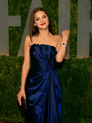 Marion Cotillard showed off a stunning Chopard gemstone cuff at the Vanity Fair Oscar party.
