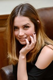 Ana de Armas opted for a solid brown mani when she attended the 'El Callejon' photocall.