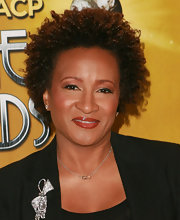 Wanda Sykes wore her hair in tight curls at the 2010 NAACP Image Awards nomination announcement.