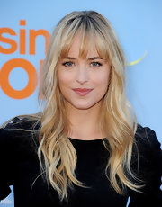 Dakota Johnson sported beachy blonde waves and wispy bangs at the screening of Fox's new Tuesday night comedies.