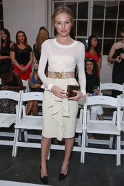 Kate Bosworth complemented her dress with an envelope-style gold box clutch by JewelMint.