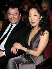 Sandra Oh attended the 2010 NAACP Image Awards carrying an elegant beaded clutch.