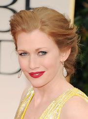 Mireille Enos made her luminous skin look even fairer as she wore red lips at the Golden Globe Awards.