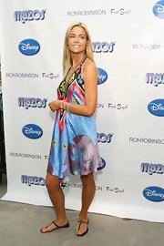 With a dress this colorful and fun, Denise Richards is free to pair as many multicolored bracelets as she wants.