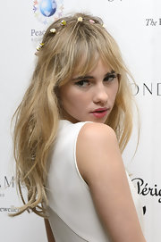 Suki Waterhouse was sexily coiffed with tousled waves and wispy bangs during the PeaceEarth Foundation fundraising gala.