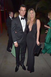 Jennifer Aniston matched her ultra-sexy gown with a woven clutch by Tom Ford.