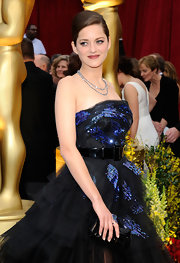 Marion Cotillard went for edgy glamour at the Oscars with this Dior crocodile clutch and goth gown combo.
