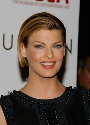 Linda Evangelista looked sleek with her short straight cut at the Murakami Gala.
