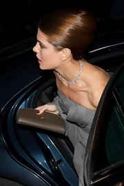 Charlotte Casiraghi arrived for the Cartier exhibition in Madrid carrying a brown leather clutch by Gucci.
