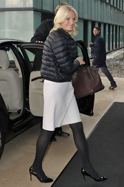 Princess Mette-Marit finished off her ensemble with a brown Hermes Birkin.