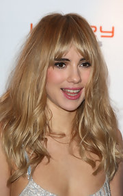 Suki Waterhouse looked quite the bombshell with this sexy wavy 'do at the Drapers Fashion Awards.