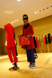 Shala Monroque finished off her ensemble with an ultra-stylish red leather tote.