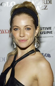 Sienna Miller paired her pony with a broad black headband.