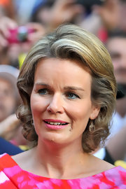 Queen Mathilde of Belgium styled her hair in to a curly bob for the inauguration of King Philippe.