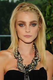 Jessica Stam played up her eyes with smoky makeup in a neutral shade.