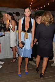Jenna Lyons' electric-blue pumps provided a bright pop of color to her look.