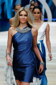 Jessica Hart accessorized with a silver bib necklace for a more sophisticated finish.