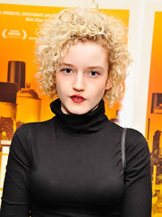 Julia Garner attended the New York premiere of 'Gimme the Loot' wearing her hair in a short curly style.