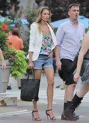 Jessica Hart teamed jean shorts with a colorful low-cut top for a casual-sexy look during her photoshoot.