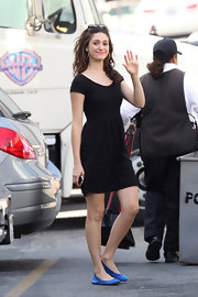 Emmy Rossum looked cute and youthful in a casual LBD on the set of 'Shameless.'