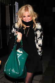 Pixie Lott was spotted out carrying a green patent hobo bag by Mulberry.