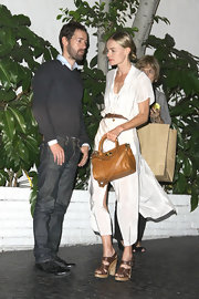 Kate Bosworth complemented her outfit with a stylish camel-colored python tote.